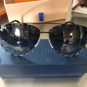 Auth Louis Vuitton Charcoal Aviator sunglasses